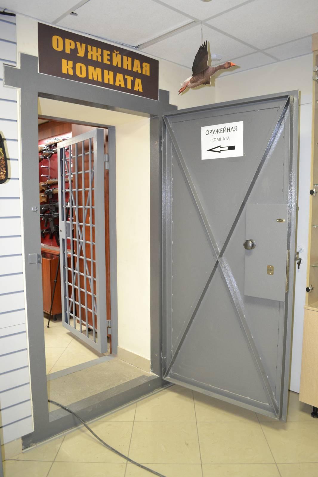 металлические дверь в комнату